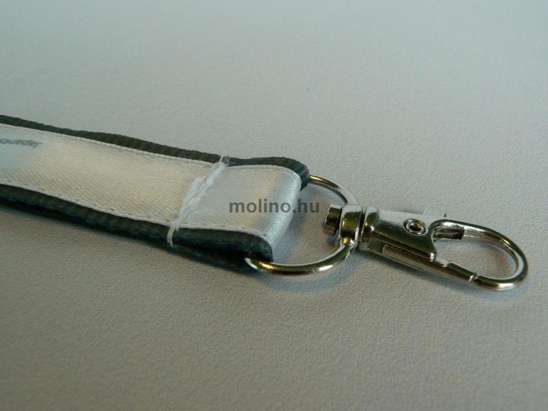 Bordás nyakpánt selyemszalag felvarrással