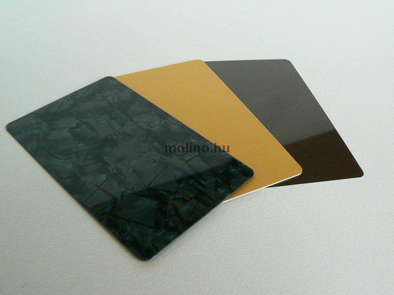 Alapanyagában színes plasztikkártya 004