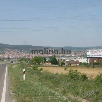 Pécs, 58-as út Siklósi út M5-ről centrumba vezető úton a Tesco előtt