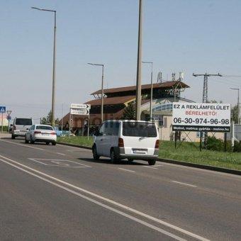 Pécs, Makai István nyugati elkerülő út Metro és Tesco előtt.