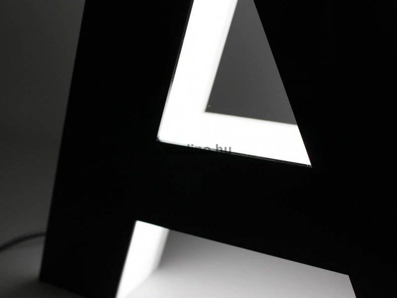 Világító plexi betűdoboz 09