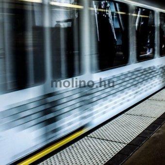 Metrómegállóknál bérelhető Padlóreklám