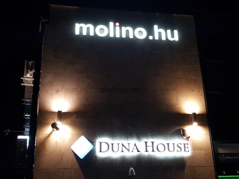 világító betűdoboz molino felirat