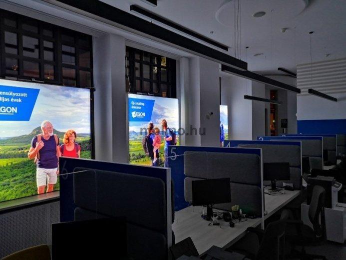 EGON Magyarország Általános Biztosító Zrt. üvegportál dekoráció