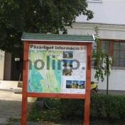 Település információs tábla fa